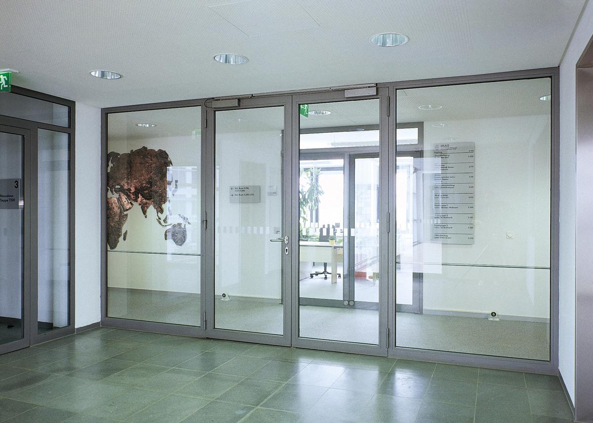 Пожароустойчиви врати от стъклен материал и алуминиев профил за специализирани сгради Бургас