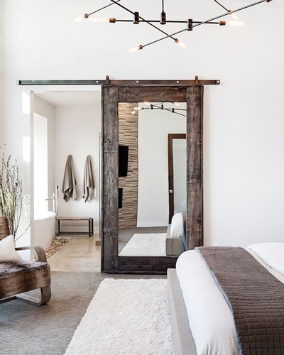 Кафява дървена интериорна врата с огледало за дома Трейдплас Бургас